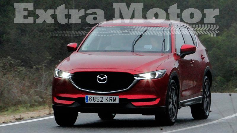 Prueba Mazda CX-5, tres cuartos trasero, tres cuartos delantero, asfalto