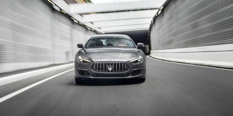 Maserati Ghibli, dos niveles de equipamiento