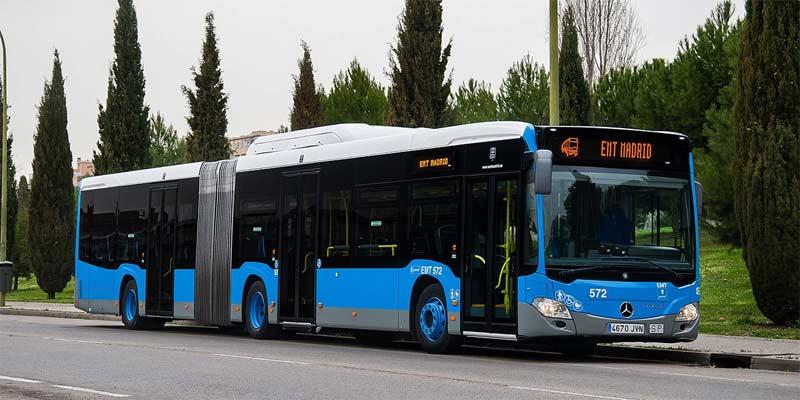 Autobús azul de la EMT Madrid